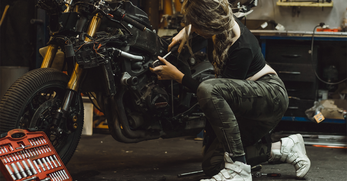 Manutenzione Moto Fai Da Te: Cosa Fare Dopo l'Inverno - Blog Assaperlo
